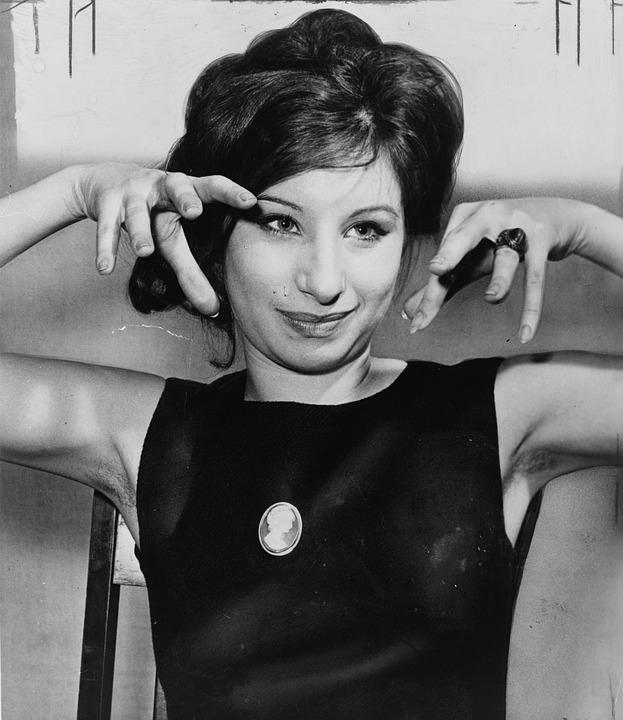 Tanti auguri Barbra Streisand! Oggi celebriamo una vera icona di stile e di vita