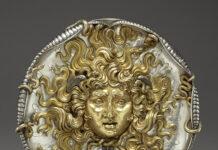 Vincenzo Gemito,mk 1911 Medaglione con testa di Medusa – Argento dorato – 23,5 cm – Inv. 86 SE.528 – Getty Museum